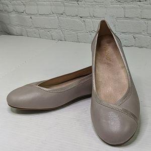 NWOT Vionic carroll ballet flat